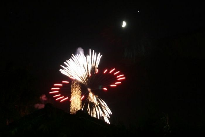 Jupiter lune et feu d'artifice